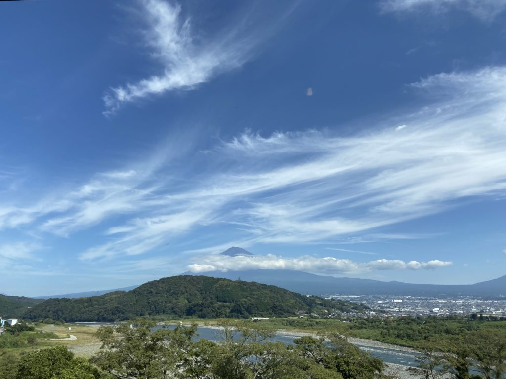 気持ち良く晴れてる空と雲